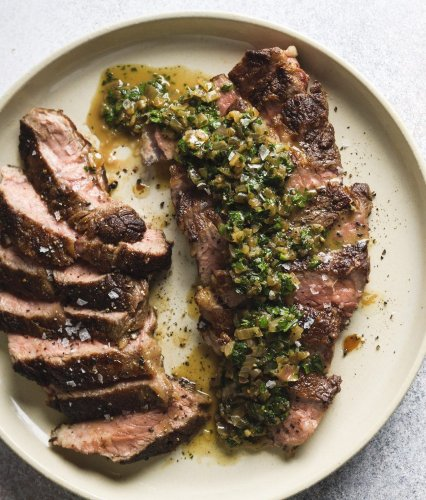 Steak with Shallot and White Wine Pan Sauce