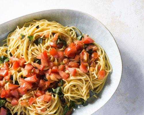 Spaghetti Aglio e Olio with Tomatoes and Basil