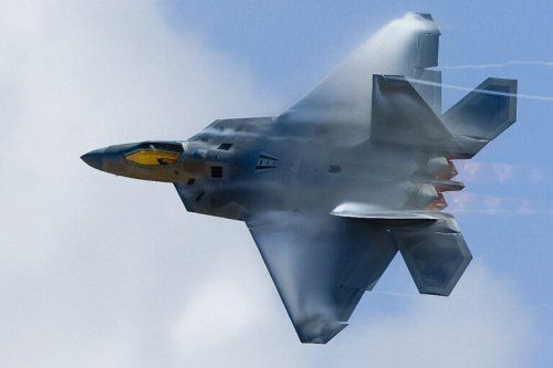 Why Can't the Air Force Built More F-22 Raptor Stealth Fighters?