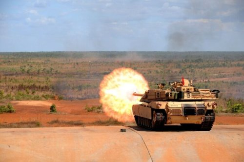 Why Poland Wants US M1 Abrams Tanks (Fears Over Russia's New Armata Tank)