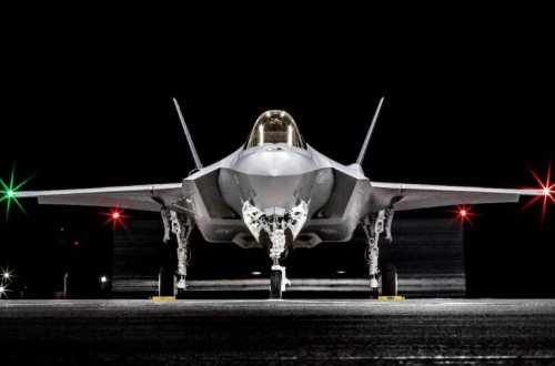 What Happens When F-22 Raptors Fight Stealth F-35s? Ask the Air Force.