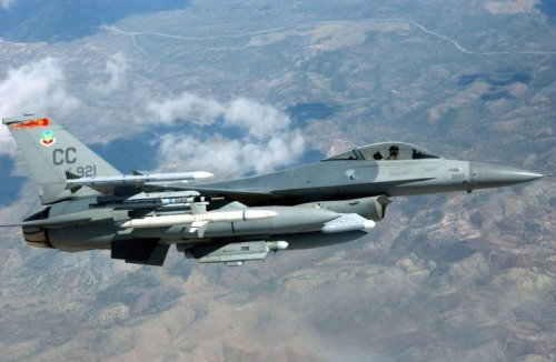 Like an iPhone: Air Force F-16 Fighter Get a Software Update in Flight