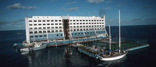 Vom Great Barrier Reef nach Nordkorea: Die merkwürdige Odyssee des ersten schwimmenden Hotels