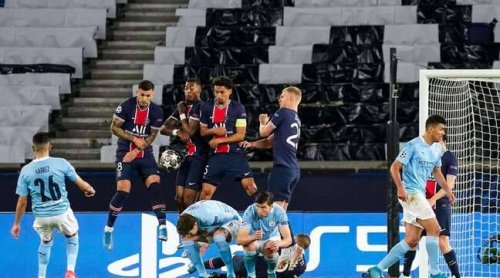 PSG - Manchester City : Mais bordel de bon sang, c'était quoi ce mur en YMCA sur le but de Mahrez?