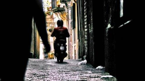 Toulouse : Pour échapper à la police, il saute de son scooter en marche et abandonne sa passagère