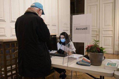 Coronavirus : A Paris, on resquille pour se faire vacciner avant l'heure