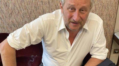 « Comment pourrais-je être antivax avec tous les antidépresseurs que je prends ? », demande Benoit Poelvoorde