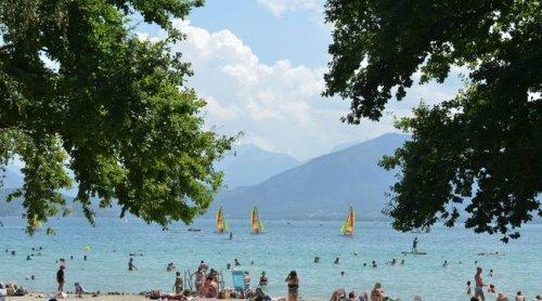 Annecy : Une femme grièvement blessée après avoir reçu plusieurs coups de couteau au bord du lac