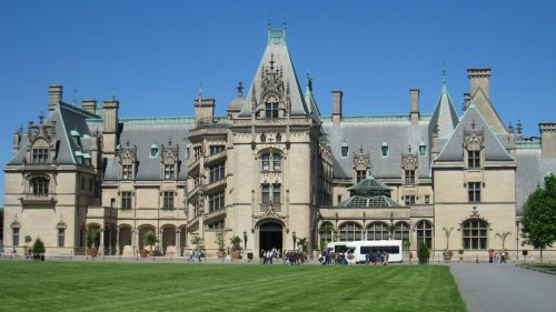 This Is The Largest House In America