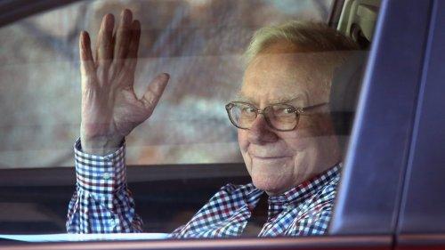 Warren Buffett Gives Away $4.1 Billion, Resigns as Gates Foundation Trustee