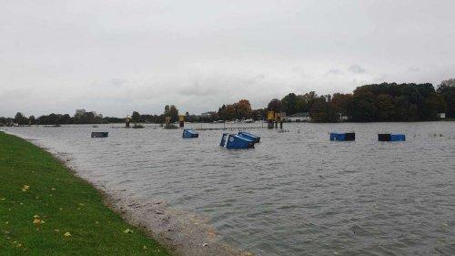 Hochwasser an der Weser: Sturm spült sieben Dixie-Klos ins Wasser