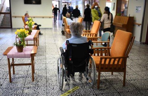 Fast 54.000 Azubis 2020 im neuen Beruf Pflegefachfrau oder Pflegefachmann