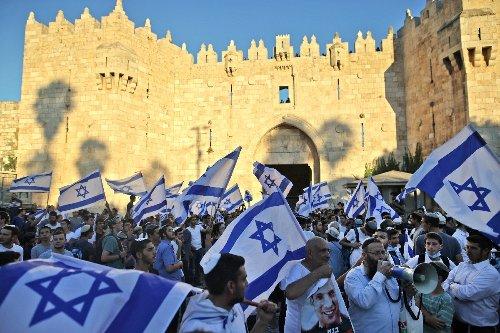 """Mehr als 30 Verletzte bei """"Flaggenmarsch"""" in Jerusalem"""