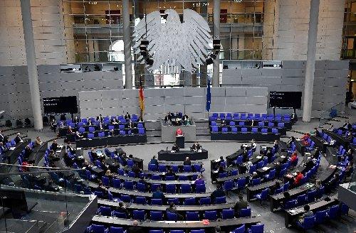 Karlsruhe entscheidet zu Unterschriftenzahl für Kleinparteien bei Bundestagswahl