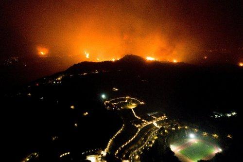 Hunderte fliehen vor Waldbränden in der Türkei - Antikes Dorf Olympia bedroht