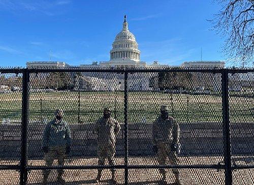 EEUU emite nueva advertencia sobre extremismo interno ante alivio de medidas anticovid