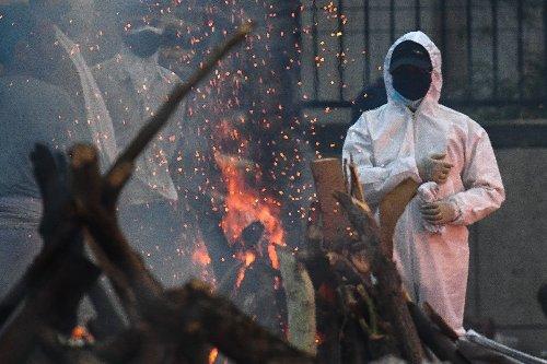Virus : record de plus de 4.000 morts par jour en Inde, le pape pour une levée temporaire des brevets sur les vaccins