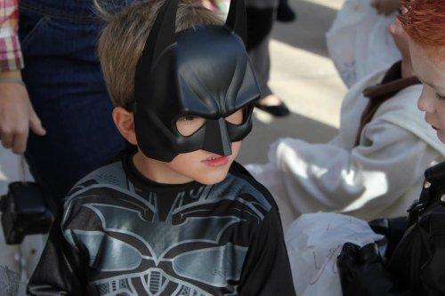 Les enfants plus efficaces aux corvées quand déguisés en Batman