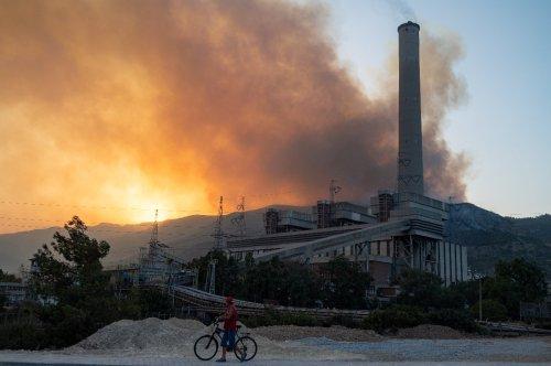 Turquie : des centaines d'évacués, le feu aux portes d'une centrale thermique