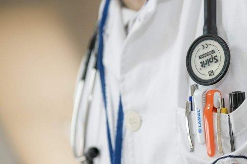 Maine-et-Loire : un médecin retraité soupçonné de viols incestueux et d'avoir filmé ses patientes dénudées