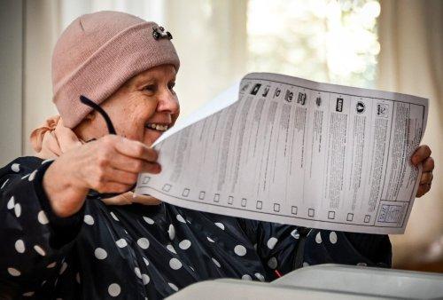 Les Russes aux urnes pour les législatives, les consignes de vote de Navalny bloquées