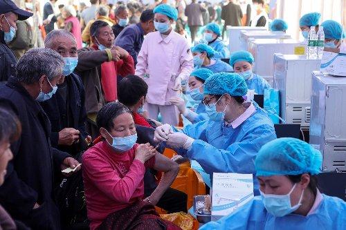 Virus : assouplissements en France et au Japon, 500.000 morts au Brésil