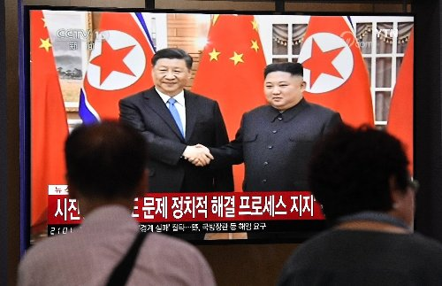 Leaders of China and North Korea vow to strengthen ties : KCNA