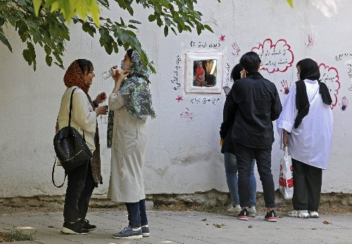 Hope, fear, apathy : Iranian youths look to election