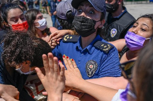 Turkish women rally to defend rights