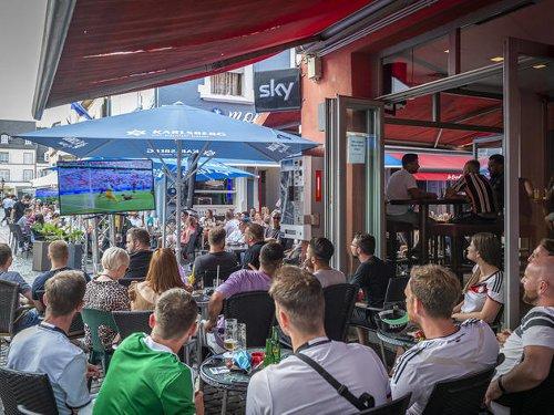 Aachen: Fußball schauen draußen jetzt doch mit Ton – Entscheidung gerade noch rechtzeitig