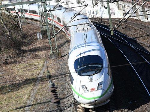 Kurz vor Dortmund Hauptbahnhof: Täter beschädigen ICE-Scheibe – Fahndung mit Hubschrauber