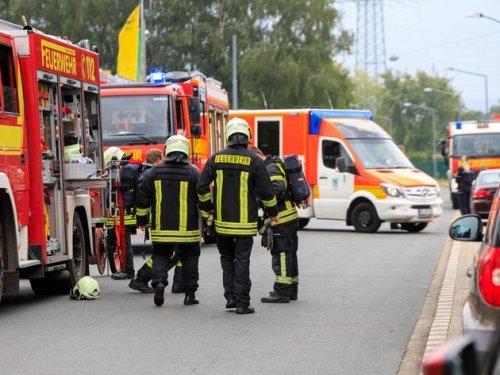 Großeinsatz: Industriehalle in Weeze in Flammen – Fenster und Türen geschlossen halten