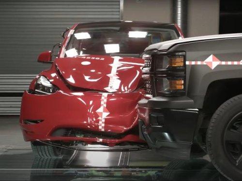 Tesla gegen Pick-up-Truck – wie sicher sind Elektroautos?