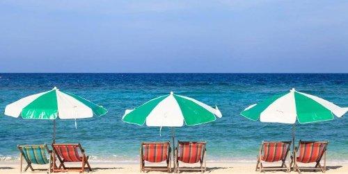 Napoli, ecco i controllori sulle spiagge pubbliche: verificheranno distanza tra gli ombrelloni