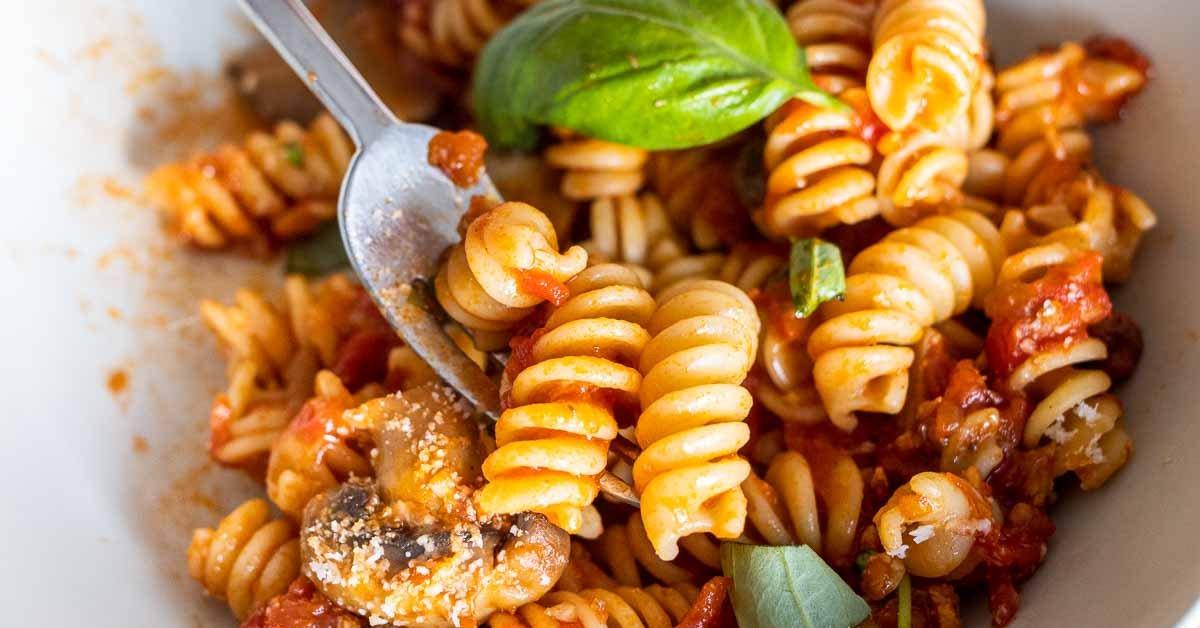 Easy Mushroom Tomato Pasta