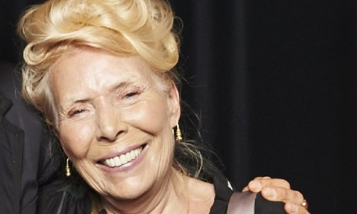 """Joni Mitchell, 77, Sounds Great In 'Blue' Instagram Video, """"Oh That Laugh!"""""""