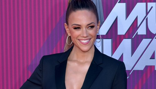 """Jana Kramer Flaunts Gorgeous Sculpted Legs In Tiny Shorts, """"Carrie Underwood Who?"""""""