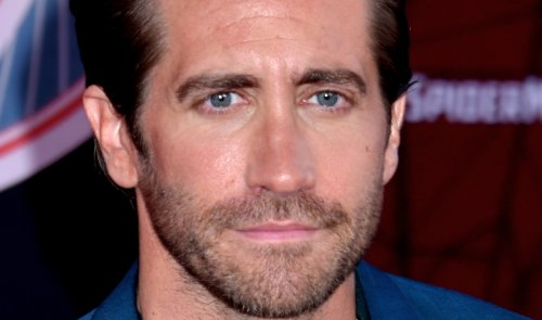 """Jake Gyllenhaal Stuns In Baby Pink Cashmere Sweater, Long Hair, """"Yummy!"""""""