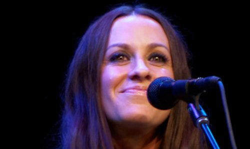 """Alanis Morissette Chops Off Hair, Goes Blonde, """"Looking Young and Hip"""""""