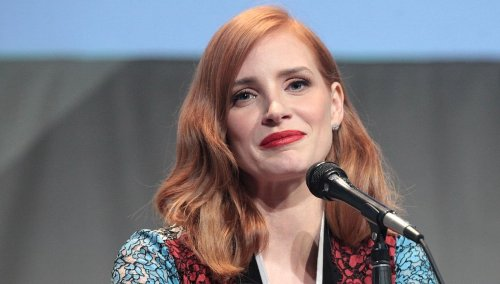 """Jessica Chastain Chops Off Hair, Stuns In Fiery Red Pageboy Bob, """"OMG!"""""""