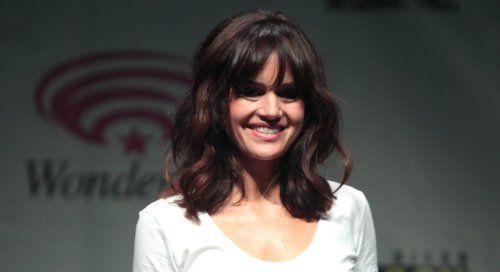 """Carla Gugino Stuns As Sexy Librarian, """"She's Going To Make a Little Noise"""""""