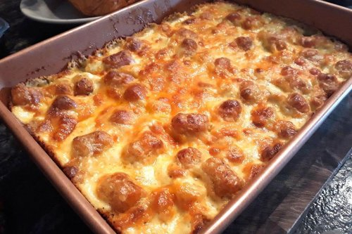 Cheesy Garlic Tater Tot Casserole Recipe: This Easy Potato Casserole Recipe Is for All the Cheese, Garlic & Tot Lovers Out There