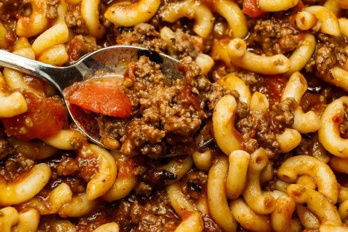American Chop Suey Recipe: A 20-Minute Skillet Macaroni Recipe With Ground Beef & Tomatoes | Beef | 30Seconds Food