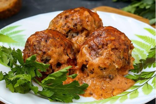 Moist Chicken Meatballs Recipe With Tomato Cream Sauce Is Ready in No Time