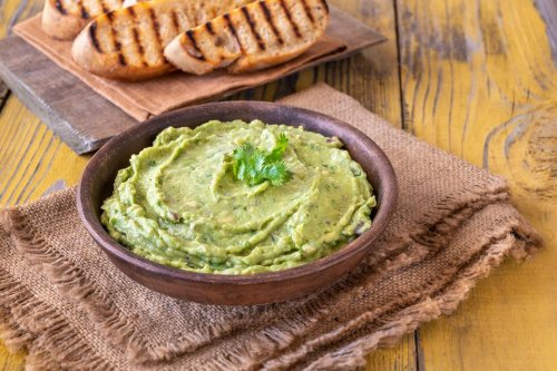 Super Simple Homemade Guacamole: This 4-Ingredient Guacamole Recipe Is So Much Better Than Store Bought