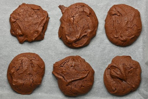 Amazing 2-Ingredient Chocolate Cookies (Gluten-free, No Flour, Refined Sugar, Butter or Eggs!)