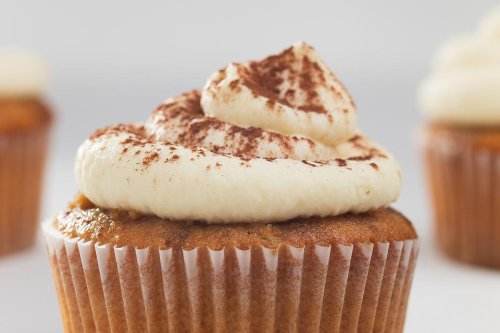 This Amaretto Cupcakes Recipe With Amaretto Frosting Is the Only Way to Celebrate National Amaretto Day | Cakes/Cupcakes | 30Seconds Food