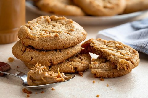 This Easy 2-Ingredient Peanut Butter Cookie Recipe Was Made for Mondays