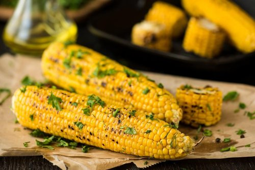 Grilled Garlic & Cilantro Corn Recipe: This Grilled Corn With Garlic Cilantro Butter Is the Perfect Summer Side