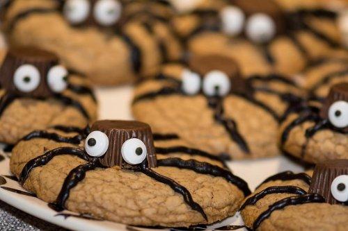 Easiest Halloween Spider Cookies Recipe: Halloween Cookies Couldn't Be Easier to Make